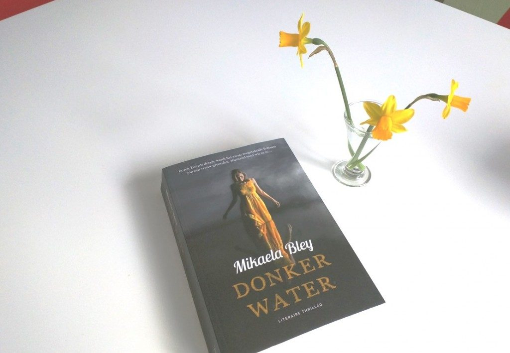 Boek Donker water van Michaela Bley