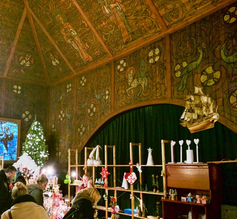 Noorse kerstmarkt in de zeemanskerk in Rotterdam